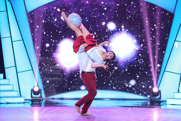 Đây là cách thí sinh Bước nhảy ngàn cân làm khán giả ngỡ ngàng khi nhảy với... bồn tắm - Ảnh 9.