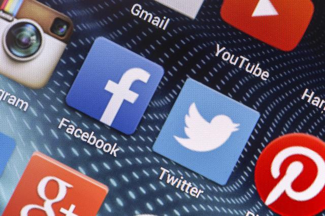Facebook, Twitter, Youtube đang cố tình lỏng lẻo với nội dung cực đoan? - Ảnh 1.