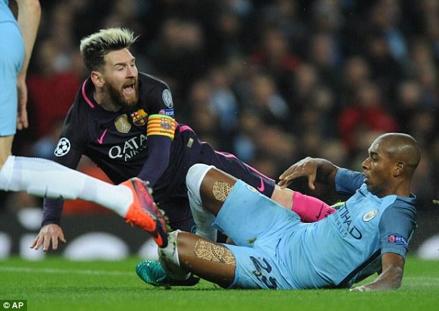 UEFA ra phán quyết về vụ Messi gây gổ - Ảnh 1.