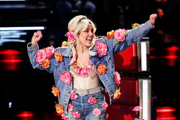 Cô nàng nổi loạn Miley Cyrus: Tôi khóc nhiều lần ở The Voice - Ảnh 2.