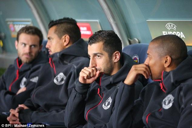 Mourinho vẫn kì thị Mkhitaryan - Ảnh 2.