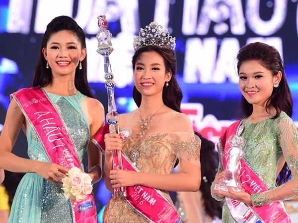 Á hậu 2 Hoa hậu Việt Nam 2016 bật mí chuyện đi thi chỉ với 3 bộ váy - Ảnh 1.