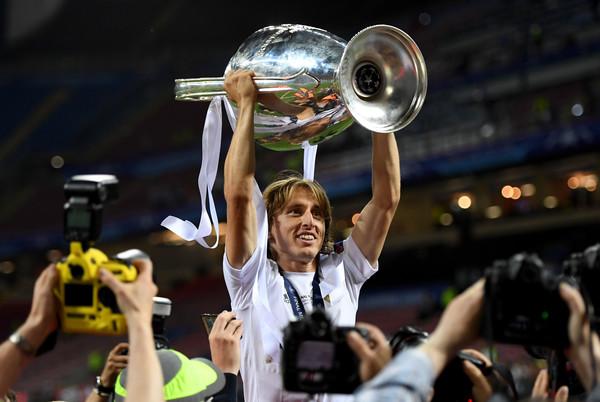 Sau Kroos, Real Madrid giữ chân Modric đến năm 2020 - Ảnh 1.