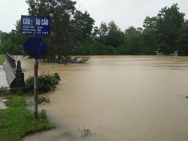 Mưa lớn, rốn lũ Hương Khê lại ngập lụt nhiều nơi - Ảnh 1.