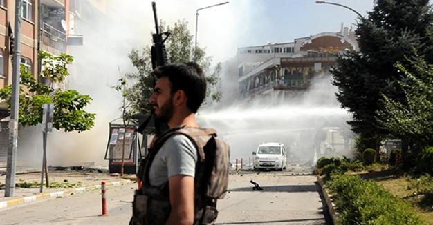 Đánh bom xe tại Thổ Nhĩ Kỳ, ít nhất 27 người thiệt mạng - Ảnh 1.