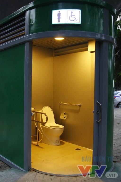 Cận cảnh nhà vệ sinh công cộng xanh, sạch, tiết kiệm ở Hà Nội - Ảnh 6.