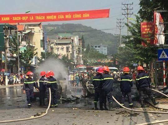 Xe taxi phát nổ kinh hoàng, ít nhất 2 người thiệt mạng - Ảnh 2.