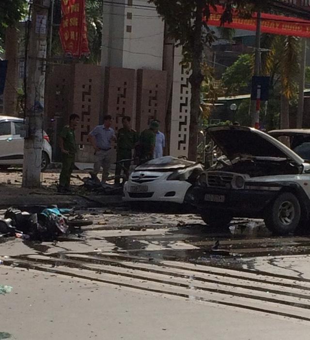 Xe taxi phát nổ kinh hoàng, ít nhất 2 người thiệt mạng - Ảnh 1.