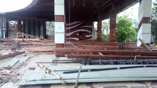 Khánh Hòa phá bỏ nhà hàng chắn tầm nhìn ra biển - Ảnh 1.