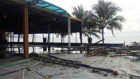 Khánh Hòa phá bỏ nhà hàng chắn tầm nhìn ra biển - Ảnh 2.