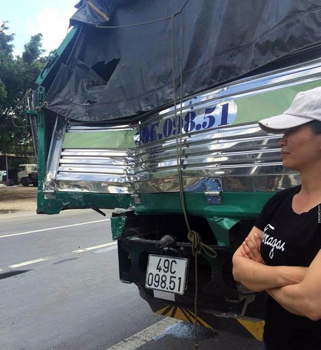 Xe tải dìu xe khách mất phanh đổ đèo thoát tai nạn thảm khốc - Ảnh 1.