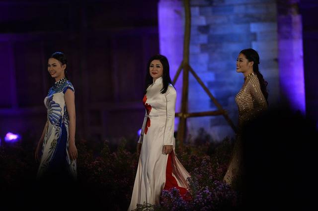 Lễ khai mạc Festival Áo dài Hà Nội 2016: Hội tụ tinh hoa của vẻ đẹp truyền thống Việt Nam - Ảnh 2.