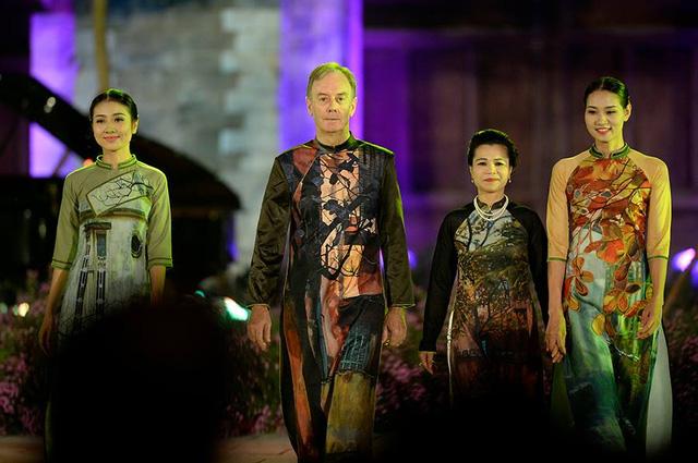 Lễ khai mạc Festival Áo dài Hà Nội 2016: Hội tụ tinh hoa của vẻ đẹp truyền thống Việt Nam - Ảnh 3.