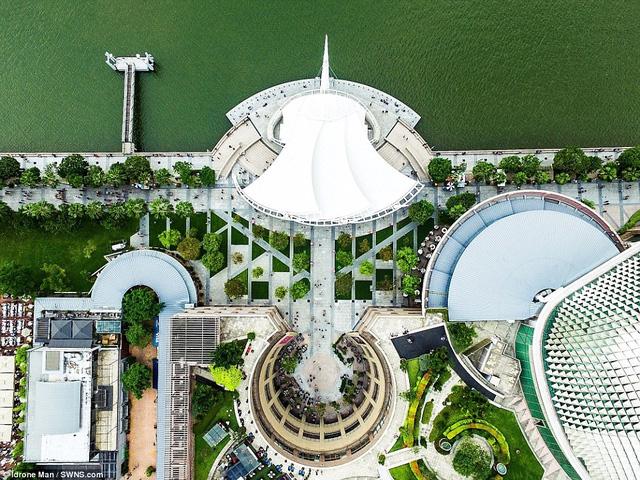 Ngắm Singapore rất lạ nhìn từ trên cao - Ảnh 1.