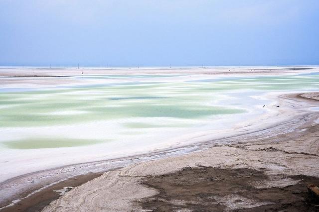 Hồ nước mặn Chaka - Tấm gương của bầu trời - Ảnh 1.