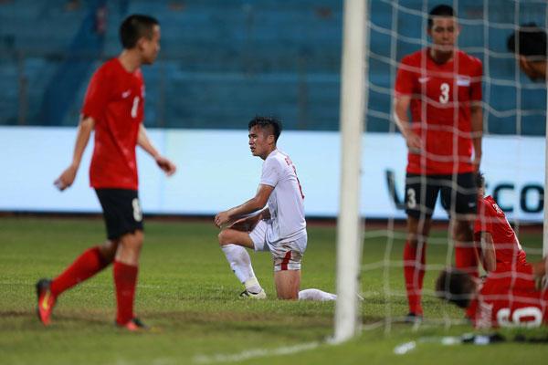 VIDEO U19 Việt Nam 0-0 U19 Singapore: Vô duyên đến ngỡ ngàng - Ảnh 1.