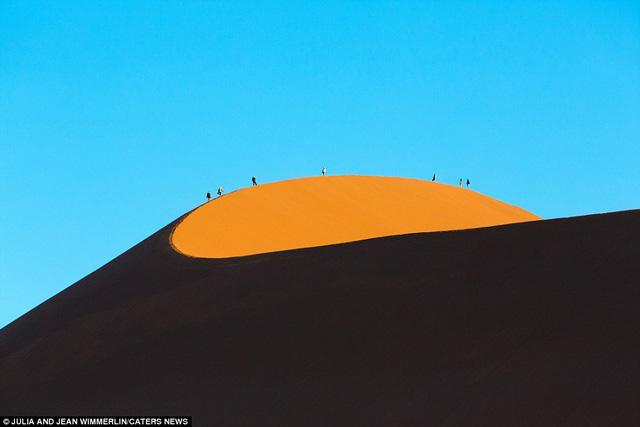 Khó tin với vẻ đẹp bất tận của cồn cát ở Namibia - Ảnh 1.
