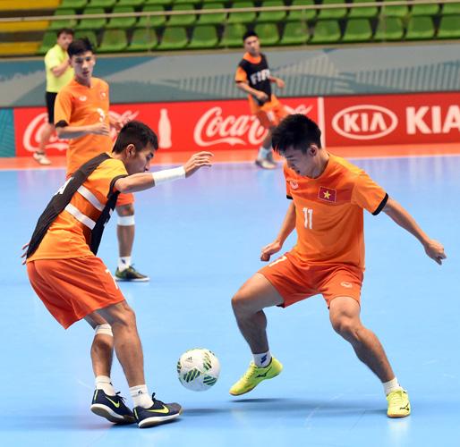 Tuyển Futsal Việt Nam đã có mặt tại Medellin sau hơn nửa ngày di chuyển - Ảnh 5.