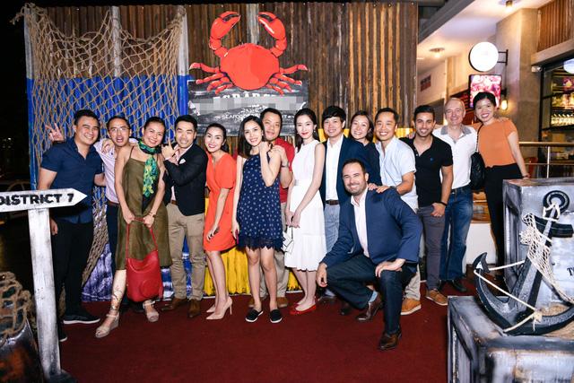 """Dàn sao Việt """"lội nước"""" đến chúc mừng vợ chồng Tăng Thanh Hà - Ảnh 1."""