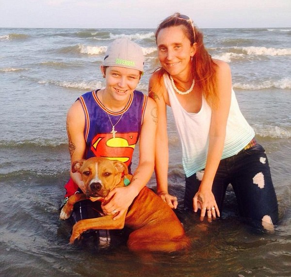 Mỹ: Mẹ và con gái hầu tòa vì... kết hôn với nhau - Ảnh 1.