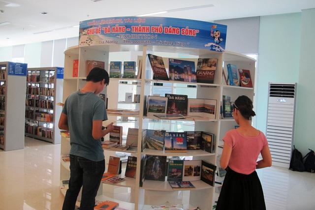 """Triển lãm sách, tư liệu """"Đà Nẵng - Thành phố đáng sống"""" - Ảnh 1."""