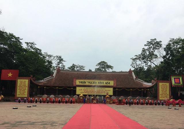 Dòng người nườm nượp hướng về lễ hội Lam Kinh 2016 - Ảnh 1.