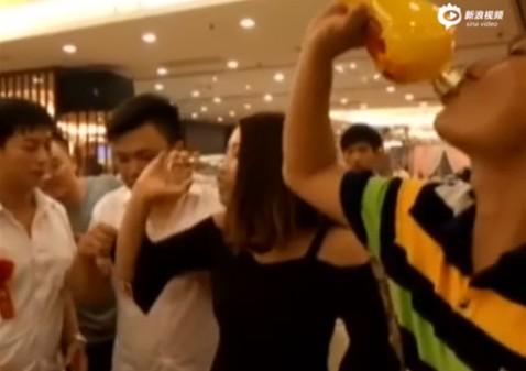 Trung Quốc: Cô gái tử vong vì bị ép uống nhiều rượu tại đám cưới - Ảnh 1.