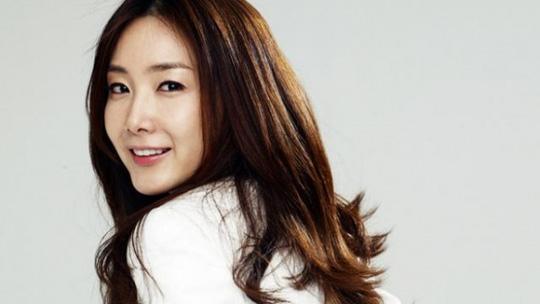 Nữ hoàng bi thương Choi Ji Woo - Vinh quang nay còn đâu! - Ảnh 1.