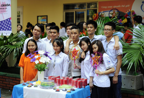 Ngày hội trung thu đậm chất truyền thống của học sinh Lomonoxop - Ảnh 1.