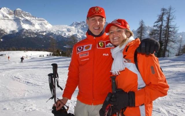 """Michael Schumacher vẫn """"không thể đi lại được"""" - Ảnh 1."""