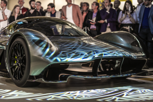 Siêu xe đường phố Aston Martin 3,2 triệu USD ra mắt tại Singapore - Ảnh 1.