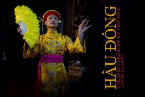Nhiếp ảnh gia Mỹ xuất bản sách về nghi lễ Hầu đồng - Ảnh 1.
