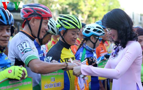 Khai mạc Giải đua xe đạp truyền thống chào mừng Quốc khánh 2/9 - Ảnh 1.