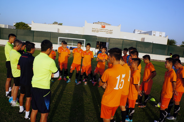 """HLV Hoàng Anh Tuấn: """"Cơ hội chia đều cho U19 Việt Nam và U19 UAE"""" - Ảnh 1."""