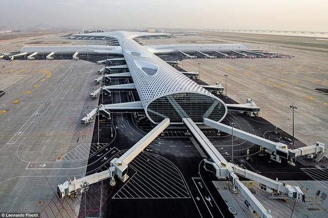 Những sân bay ấn tượng khiến du khách dù bị trễ chuyến cũng thấy... vui lòng - Ảnh 1.