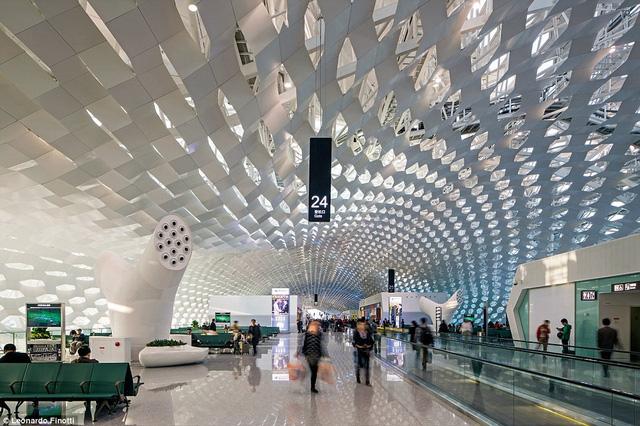 Những sân bay ấn tượng khiến du khách dù bị trễ chuyến cũng thấy... vui lòng - Ảnh 2.