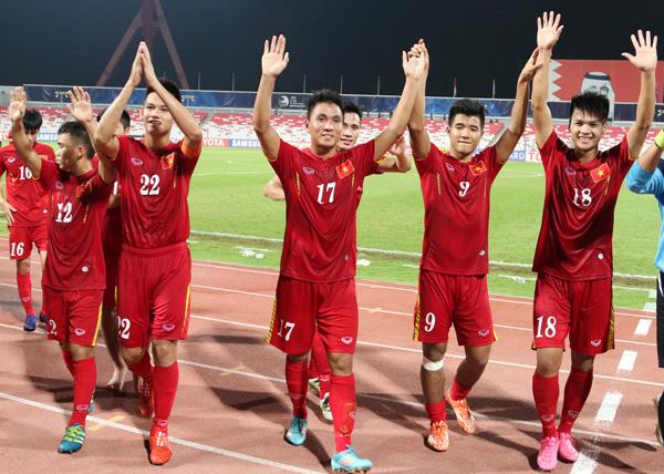 CĐV nửa thất vọng, nửa động viên U19 Việt Nam sau thất bại trước Nhật Bản - Ảnh 1.