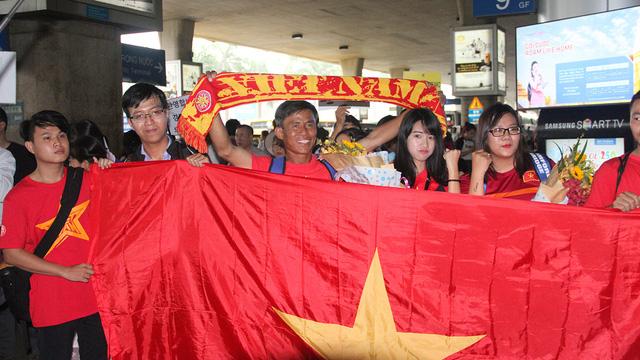 U19 Việt Nam rạng rỡ về nước sau chiến công lịch sử - Ảnh 1.