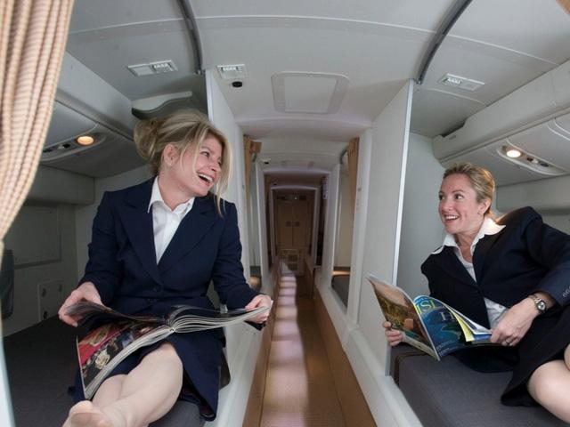 Căn phòng bí mật rất ít người biết trên máy bay - Ảnh 1.