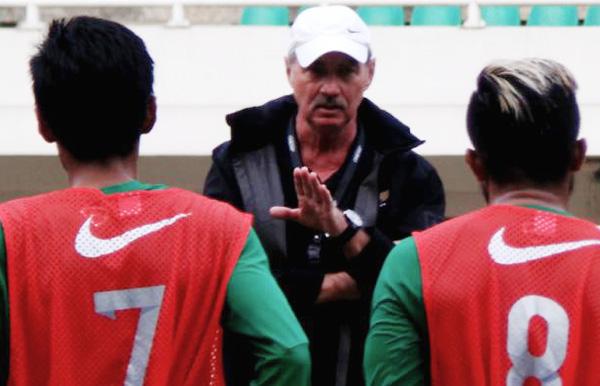 HLV Alfred Riedl mang dàn sao ĐT Indonesia sang tái đấu với ĐT Việt Nam - Ảnh 1.