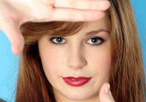 Bật mí cho bạn gái cách chọn màu son hợp với khuôn mặt - Ảnh 2.