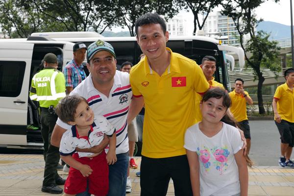 ĐT Futsal Việt Nam rạng rỡ đi shopping sau khi vượt qua vòng bảng World Cup - Ảnh 8.