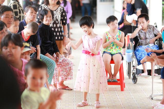 Á hậu Hoàng Oanh, Thuỳ Dung mang trung thu về với trẻ khuyết tật Tây Ninh - Ảnh 10.