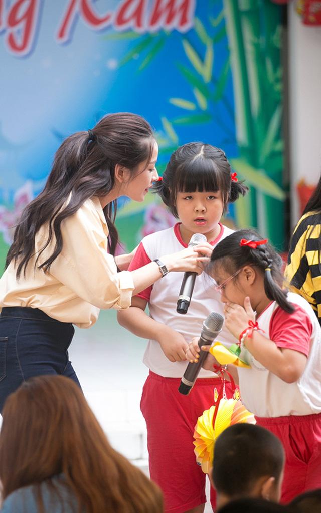 Chi Pu đón Trung thu cùng 150 trẻ khuyết tật - Ảnh 10.