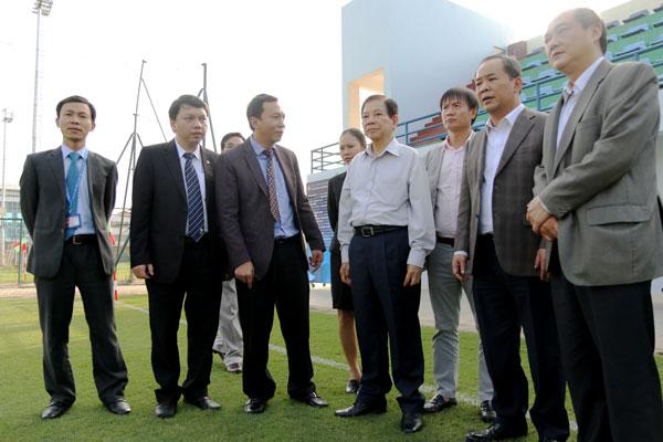 Nguyên Chủ tịch nước Nguyễn Minh Triết thăm và động viên các ĐT Việt Nam - Ảnh 10.
