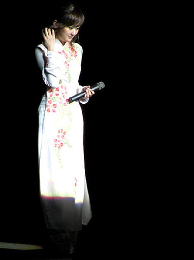 Khi sao quốc tế thể hiện tình yêu với tà áo dài Việt - Ảnh 11.