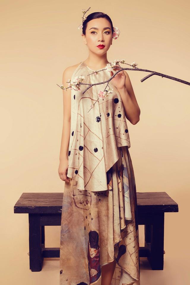 Nữ hoàng ảnh lịch Y Phụng đài các với váy yếm cách điệu - Ảnh 11.