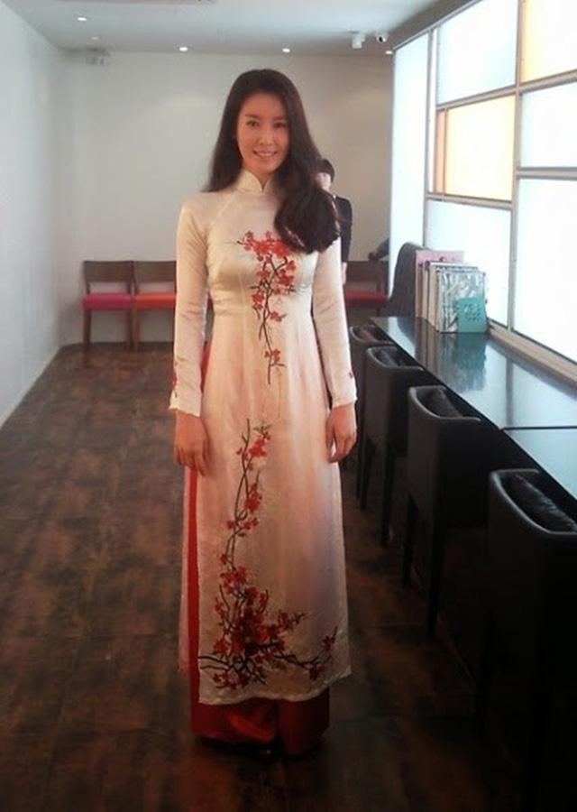 Khi sao quốc tế thể hiện tình yêu với tà áo dài Việt - Ảnh 12.