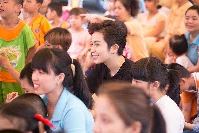 Chi Pu đón Trung thu cùng 150 trẻ khuyết tật - Ảnh 12.