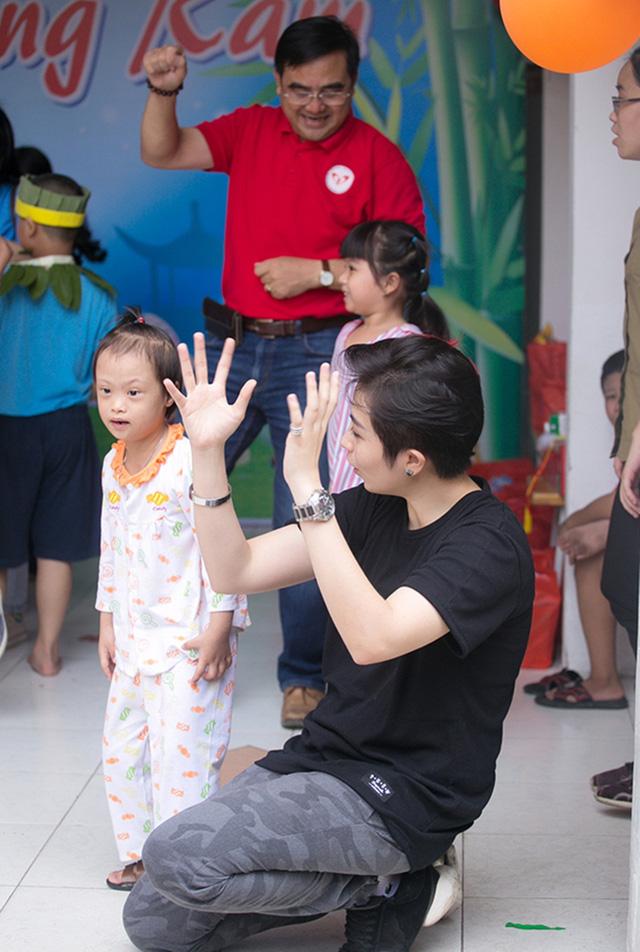Chi Pu đón Trung thu cùng 150 trẻ khuyết tật - Ảnh 13.